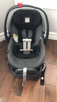 Peg Perego primo vaggio 4-35 baby car seat with base and all attachments  Kitchener, N2P