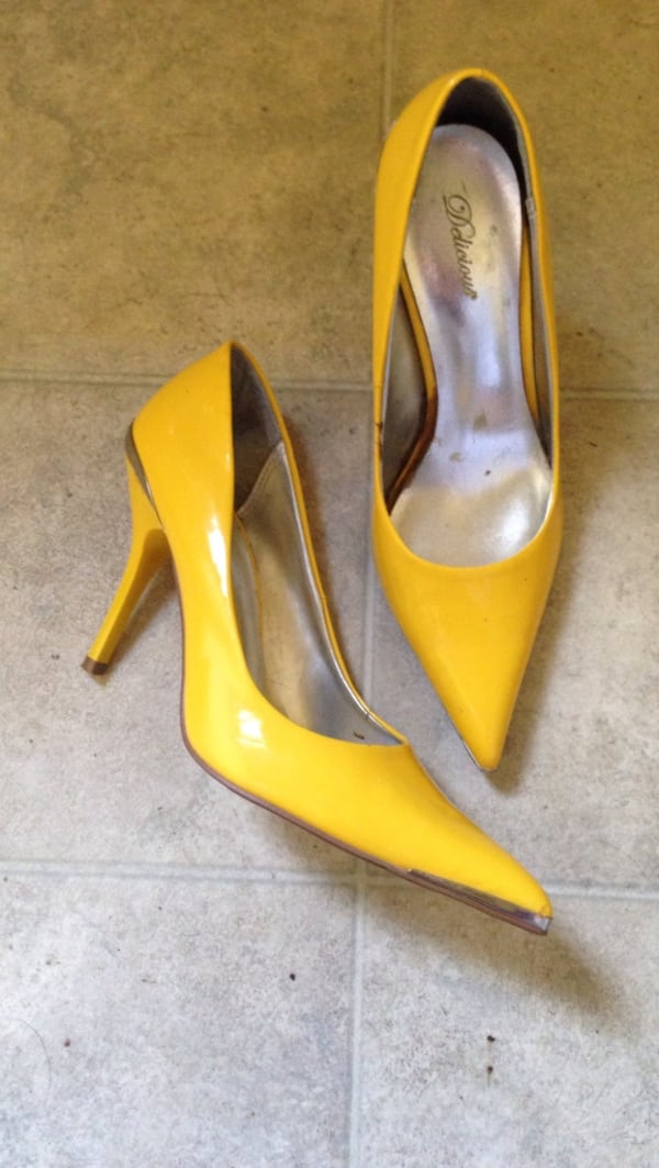 Pair of women's yellow Delicious leather kitten he d348f2fe-4c81-4a79-bb6e-ba65c9030d6d