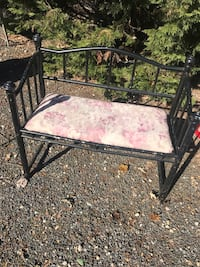 Adorable vintage iron bench Gambrills, 21054