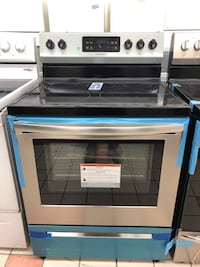 New Frigidaire 5 Burners self cleaning stainless steel electric stove Baltimore, 21224
