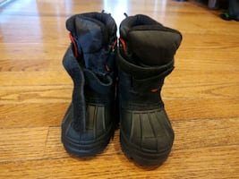 Toddler snow boots- size 5