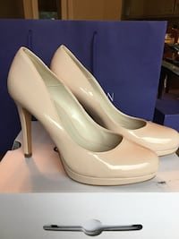 pair of white patent leather heeled shoes Toronto, M9A 3J6