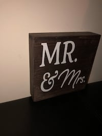 Mr & Mrs wood sign Hamilton, L9A 4Z1