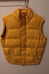 Abercrombie & Fitch summit rock yellow vest