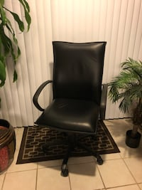 Like new Black leather padded rolling chair Stafford, 22556