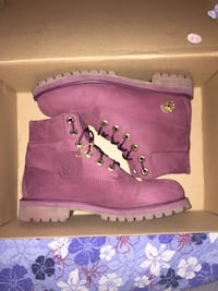 Burgundy timberlands barley used size 5 juniors  Burnaby, V5J 3R6