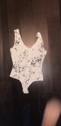 white and gray floral scoop-neck sleeveless top 784 km