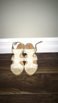 White heels size 7 Lower Sackville, B4E 1V1
