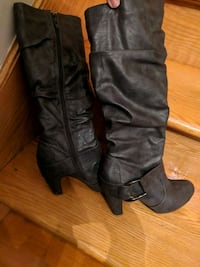 Grey boots, excellent condition size 8. Fits 7.5