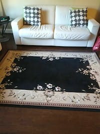 No.....just the rug.    Sorry. Wanted to highligh