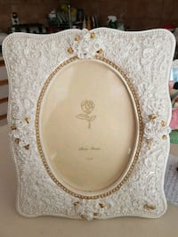 Gorgeous pearl and gold frame.. Whitby, L1N 8X2