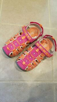 Girl's sandals. Size 3. Springfield, 22153
