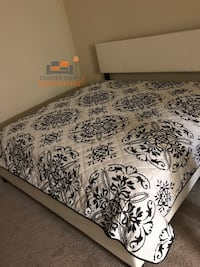 Brand new king size platform bed frame  39 km