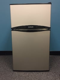 Frigidaire Mini-fridge w/ freezer 58 km