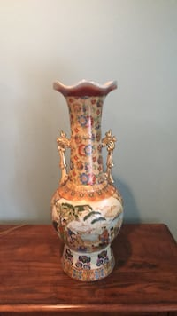 brown and white ceramic vase Woodbridge, 22193