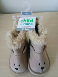 pair of white fur boots Lanham, 20706