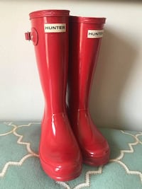 """Hunter Kids' Original Red Rain Boot Size 1B/2G Mint Condition  Rubber Made in USA or Imported Rubber sole Shaft measures approximately 9.5"""" from arch Made from Natural Rubber & Textile Lined Imported Rubber calendared sole for grip Reflective back strap f Toronto"""