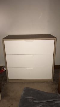 white and brown wooden 2-drawer chest Stafford, 22556