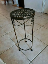 round black metal framed glass-top table Brampton, L7A 3L6