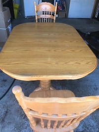 Oak Country table and six chairs.  Very good shape. Bradford, L3Z 2P4