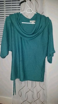 green scoop neck long sleeve shirt Somers, 06071