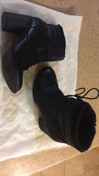 Pair of black leather boots Gatineau, J8P 2T5
