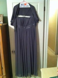 Plus size 26. Worn once and has been cleaned.  I'll even throw in the necklace, earrings and bracelet. Waterford, 48327