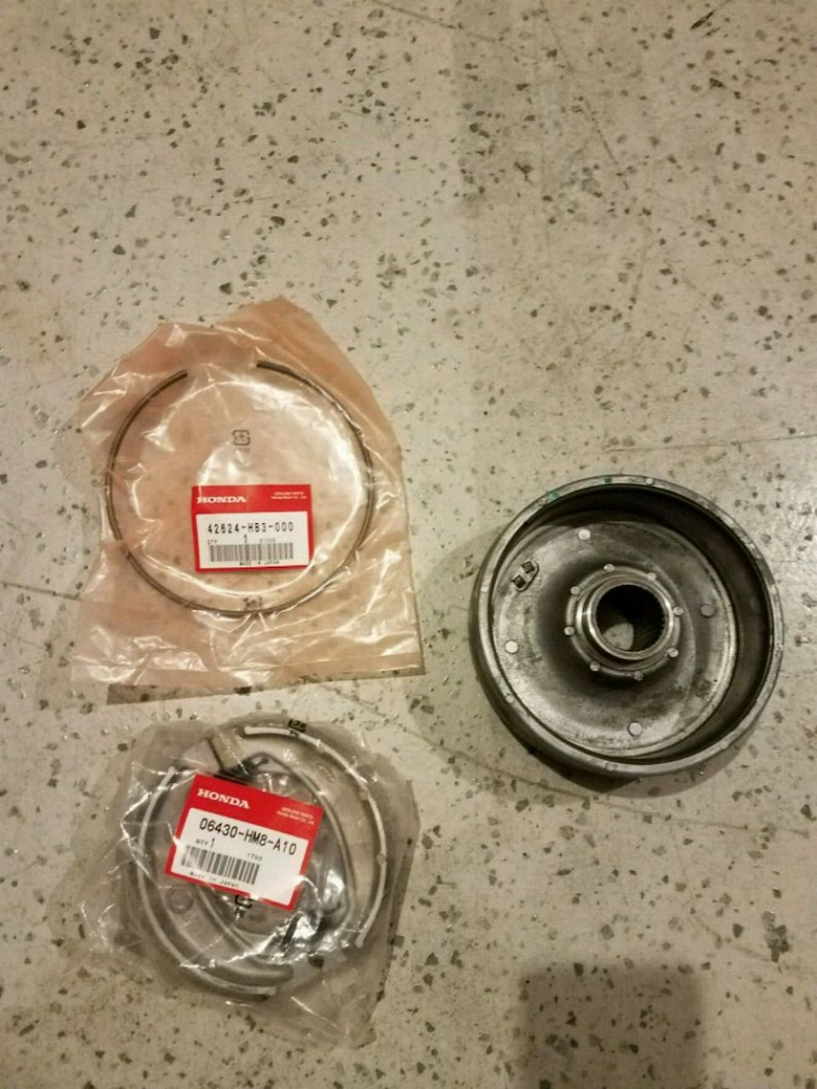 Photo Honda recon or 250ex brake drum with shoes