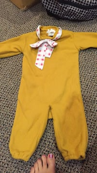 Muppets fozzie bear Halloween costume about 4-7 month size. Made by rubie's Vaughan, L4J 5L7