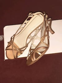 Gold strappy sandals size 6.5 M Toronto, M6L 3A8