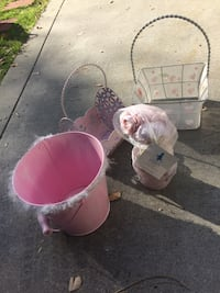 baby's pink and white bassinet 2256 mi