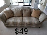 Sofa *Delivery Available* Hamilton, L9H 5N7