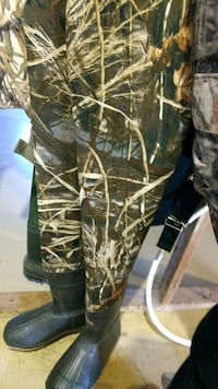 Camo high quality hunting/fishing water waders  602 km