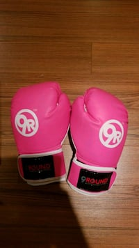 Pink boxing gloves used 5x Caledon, L7E 4G1