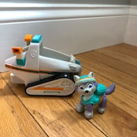 Paw Patrol Everest Pup Action Figure and Vehicle Snowmobile