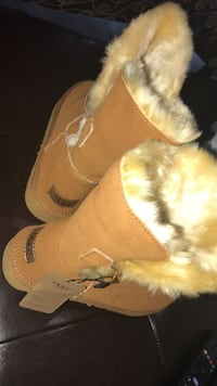 UGG size 10 , brand new. Retails for $210 before taxes so no silly offers please ! Thks  Montréal, H4B 1N1