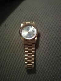 round gold analog watch with link bracelet Montréal, H8N