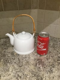 Teapot, no chips or cracks. Can for sizing only