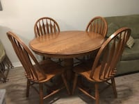 Solid OakTable/Chairs plus two 10 in leafs  Markham, L3R