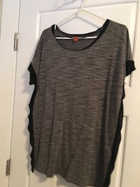 gray and black scoop-neck shirt Kelowna, V1V 1B1