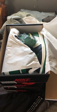 Pine Green 1s size 10.5 and 12  Milwaukee, 53224