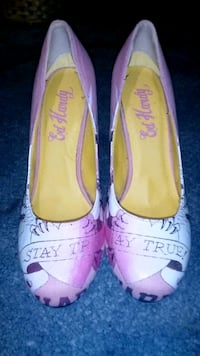 pair of pink leather flats Milwaukee, 53215