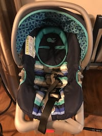 Baby's green and black car seat carrier Houma, 70364