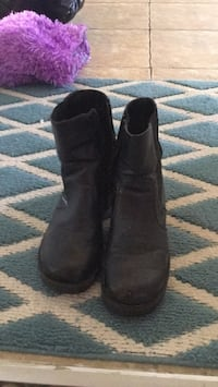 pair of black leather boots North Dumfries