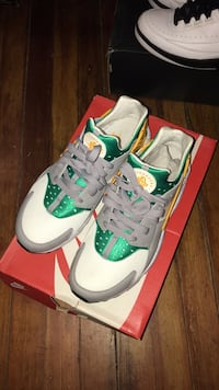 green-and-white Nike running shoes with box Schenectady, 12305