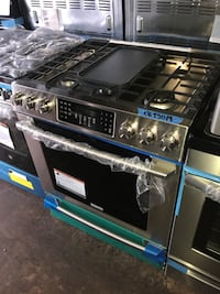 Electrolux 30in gas stove slide in 5 burners new 6 months warranty