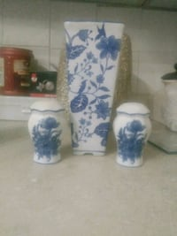 vase with salt and pepper shakers Hamilton, L8L