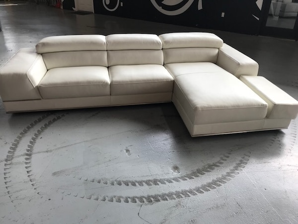 XL white leather sectional sofa by Modani usado en venta en ...