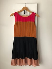 DKNY Pleated Dress Size 4  Richmond, V6Y 2B6