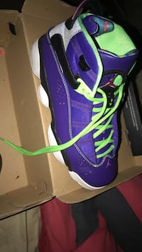purple-and-green Nike basketball shoes Sunrise, 33311